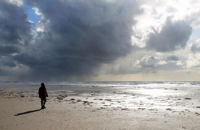 Weiter Strand, weites Meer, weiter (beedrohlicher) Himmel...