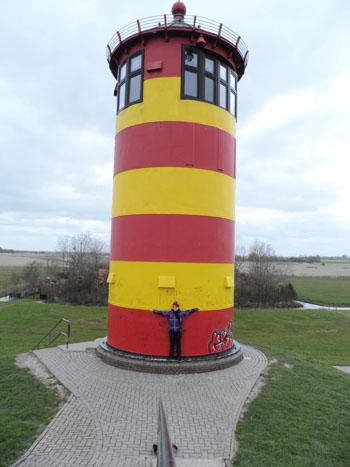 Ich beim Pilsumer Leuchtturm in Ostfriesland