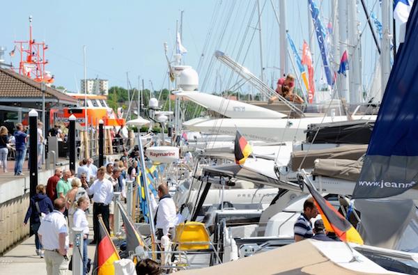Boote und Yachten satt
