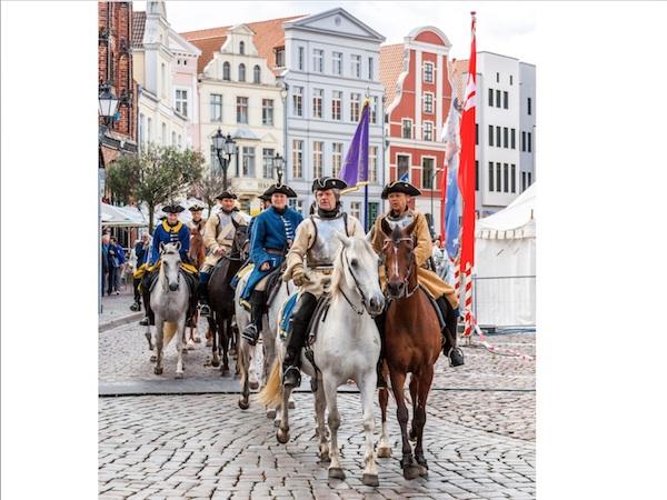 Kavallerie und Kubb-Turnier